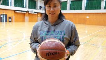 共栄大学女子バスケットボール部 楠田香穂里監督